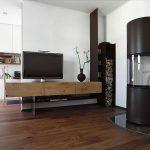 TV Möbel aus Eichenholz und Holzregal aus Eisen
