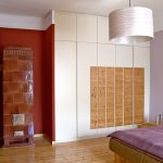schlafzimmer mit schrankwand in weiß und fichte