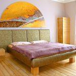 schlafzimmer fichtenholzmöbel und acrylbild